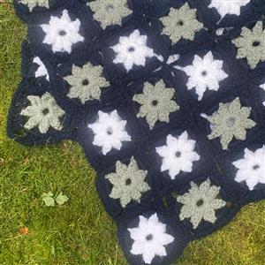 Marriner Crochet Pinwheel Throw Kit